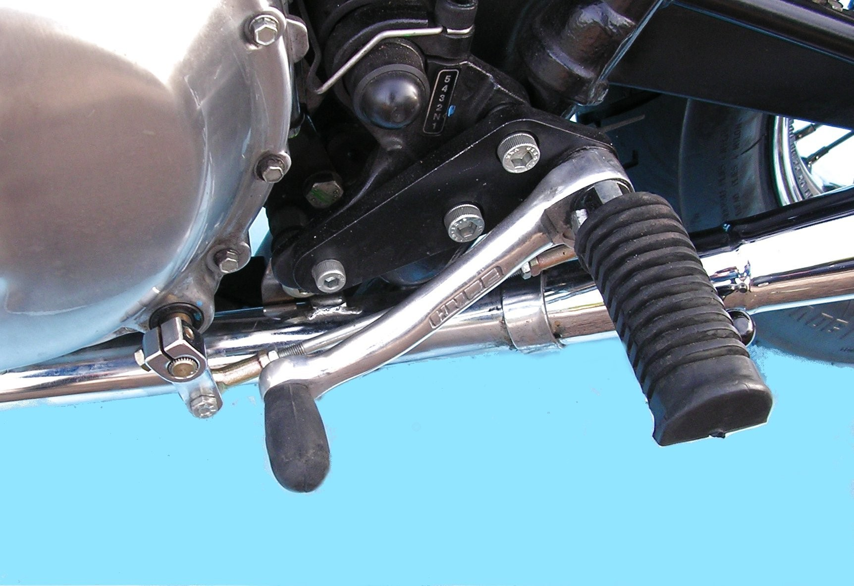 BONNEVILLE  T100 FOOTREST KIT FOR BONNEVILLE AND T100 2000 TO 2015