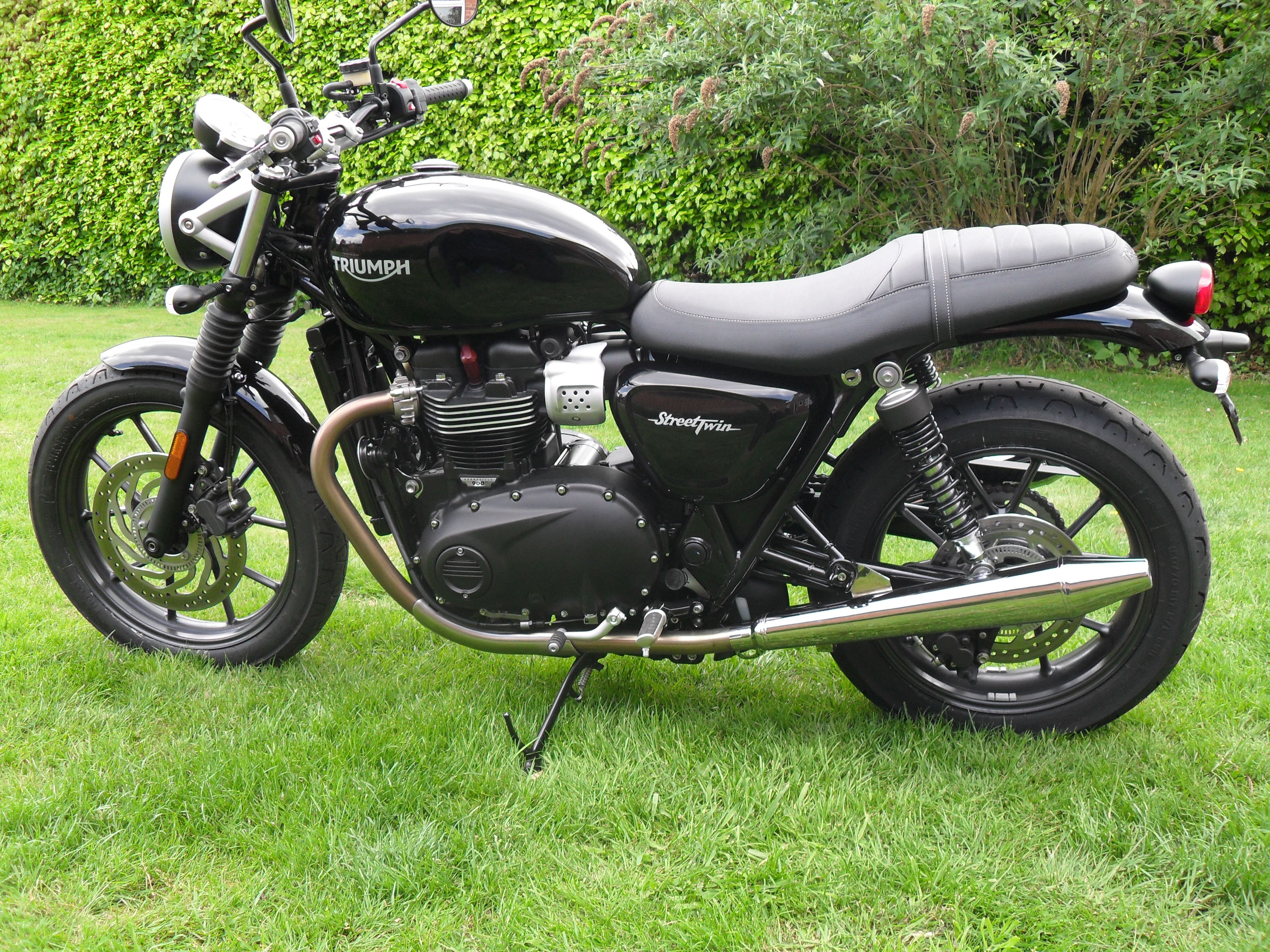Norman Hyde TOGA Peashooter Exhausts for the Street Twin 900